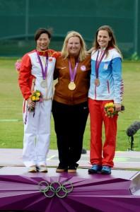 Víťazné trio, strieborná Wei Ning (CHN) a zlatá Kimberly Rhode (USA)